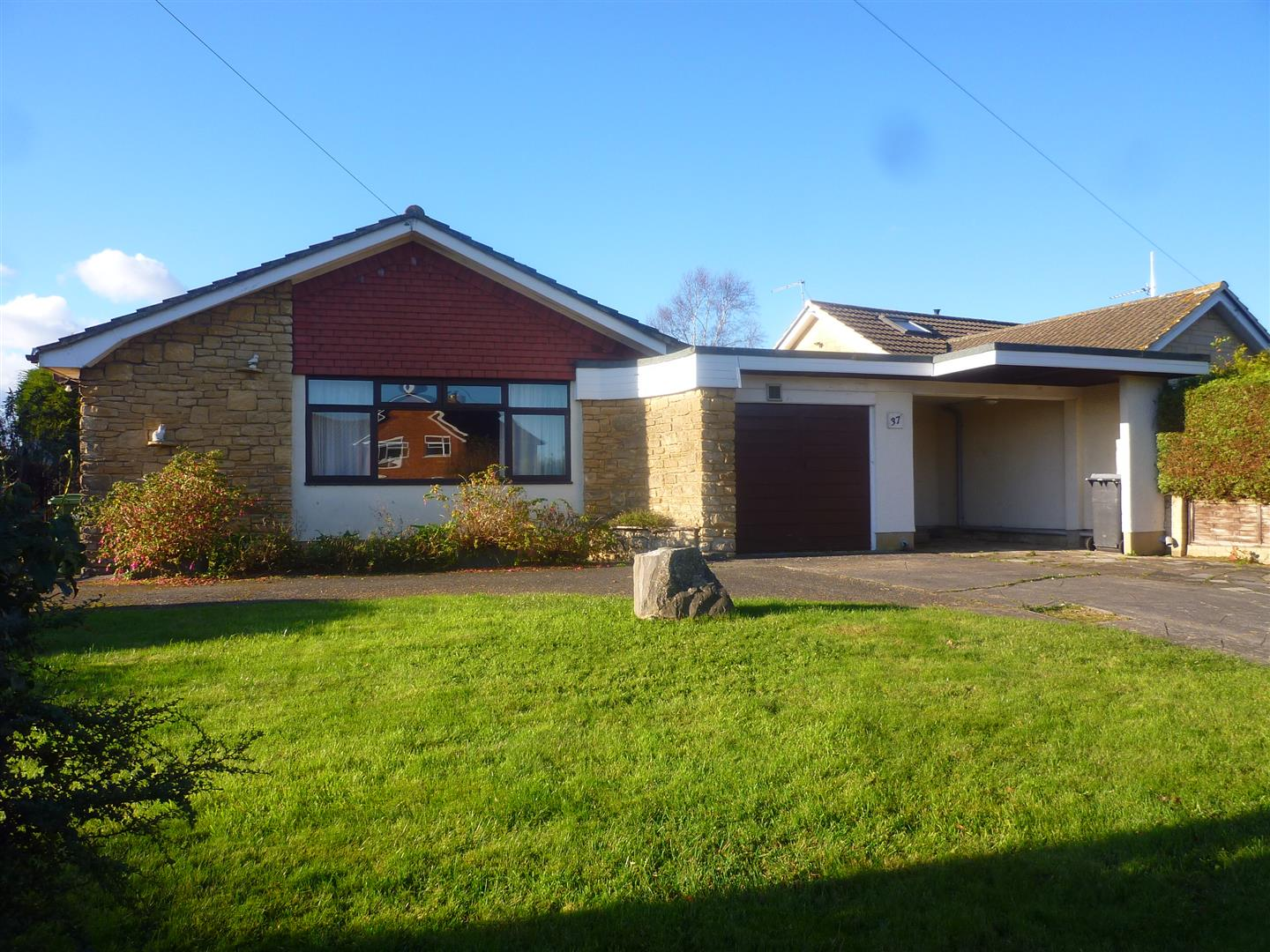 3 Bedrooms Detached Bungalow for sale in Hawthorn Grove, Trowbridge